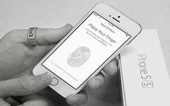 Хакеры из Германии смогли взломать сканер отпечатков пальцев Touch ID на iP