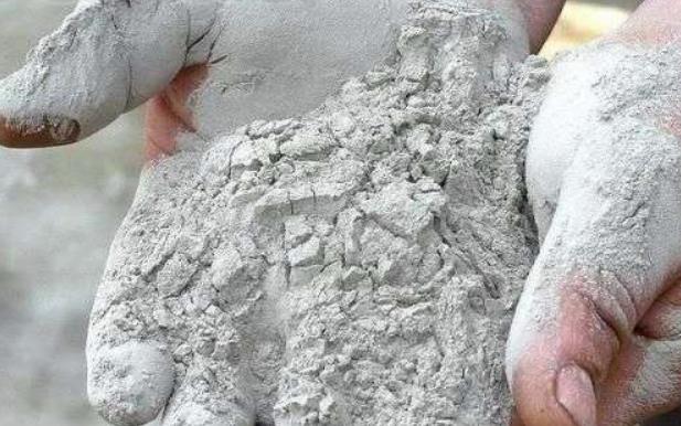 Смешанное вяжущее на основе глиноземистого цемента и мекаолина