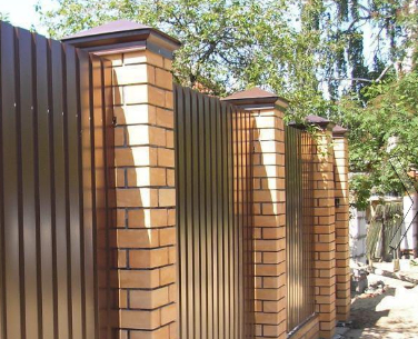 Нужен ли дому забор?